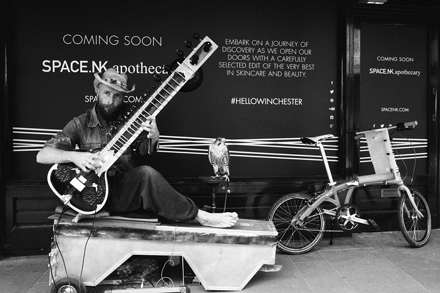 leicaimages.com gallery | Busker | Leica SUMMITAR 50mm f/2  | IIIC