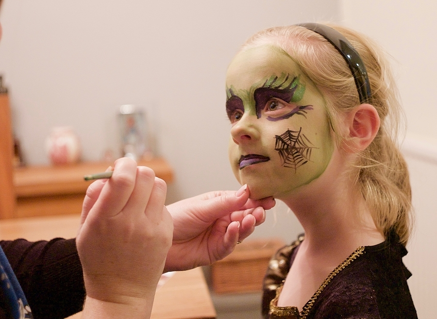 Face Paint | LEICA SUMMARON 35MM F/2.8 <br> Click image for more details, Click <b>X</b> on top right of image to close