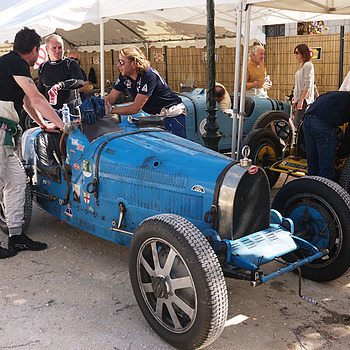 Bugatti Team meeting | CV 25MM / F 4.0 COLOR SKOPAR PANCAKE <br> Click image for more details, Click <b>X</b> on top right of image to close