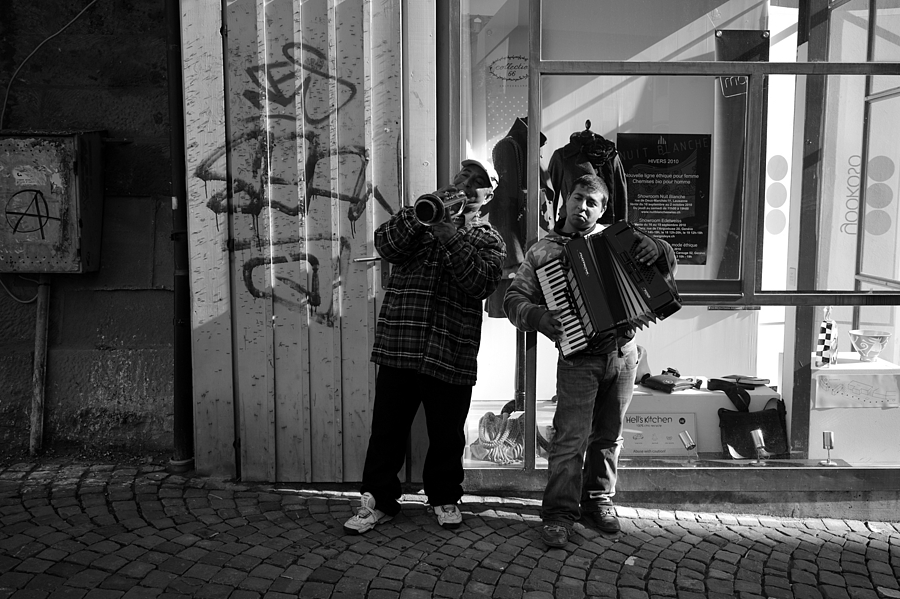 Street Musicians | LEICA ELMARIT 28MM F2.8 ASPH <br> Click image for more details, Click <b>X</b> on top right of image to close