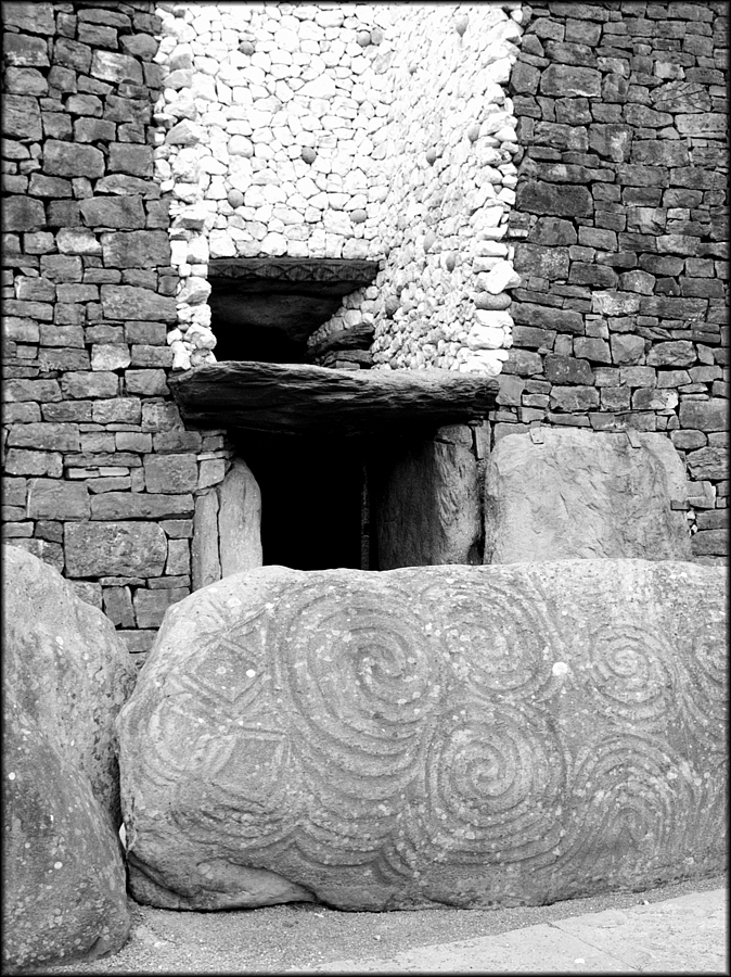 newgrange | DG VARIO-SUMMICRON 28-90MM F2-2.4 <br> Click image for more details, Click <b>X</b> on top right of image to close