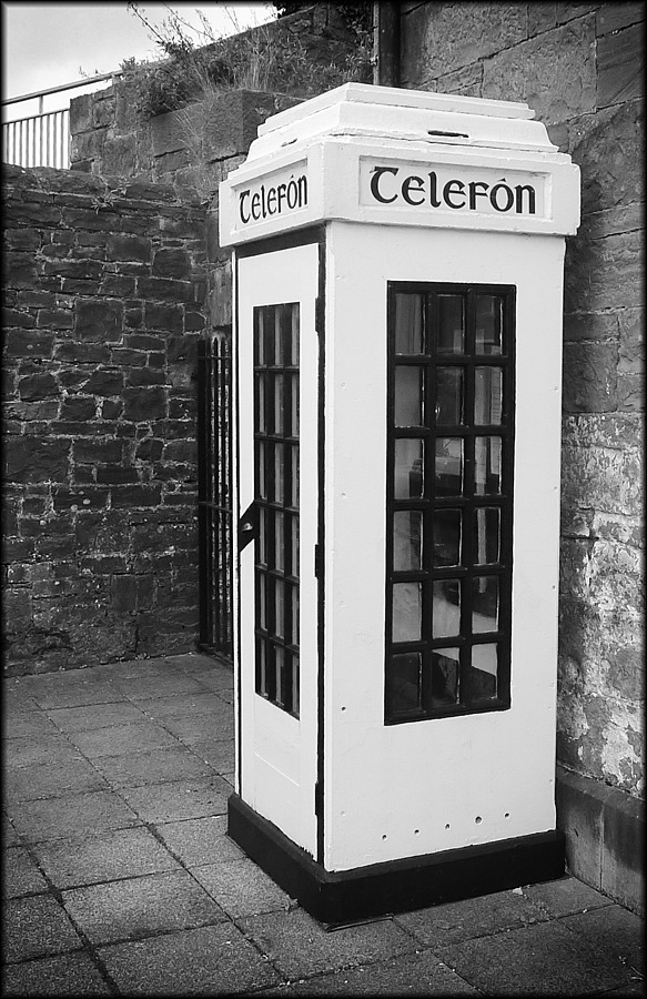 Telephone box | DC VARIO-SUMMICRON 1:2.0-3.3/5.1-19.2 ASPH <br> Click image for more details, Click <b>X</b> on top right of image to close