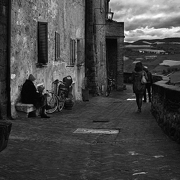 Life on the street - Tuscany | LENS MODEL NOT SET