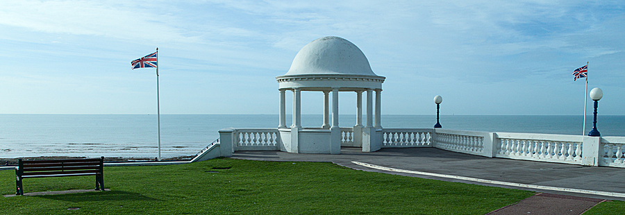 King George V Promenade - Bexhill - Sussex | LEICA TRI-ELMAR 28-35-50MM F4 ASPH <br> Click image for more details, Click <b>X</b> on top right of image to close