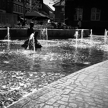 JUNE 16 - The turtle boy in the fountain | LEICA ELMARIT 28MM F2.8
