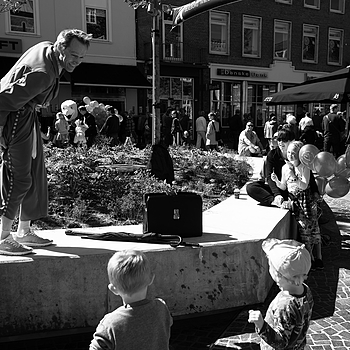 JUNE 17 - The sidewalk entertainer Gugge | LEICA ELMARIT 28MM F2.8 <br> Click image for more details, Click <b>X</b> on top right of image to close