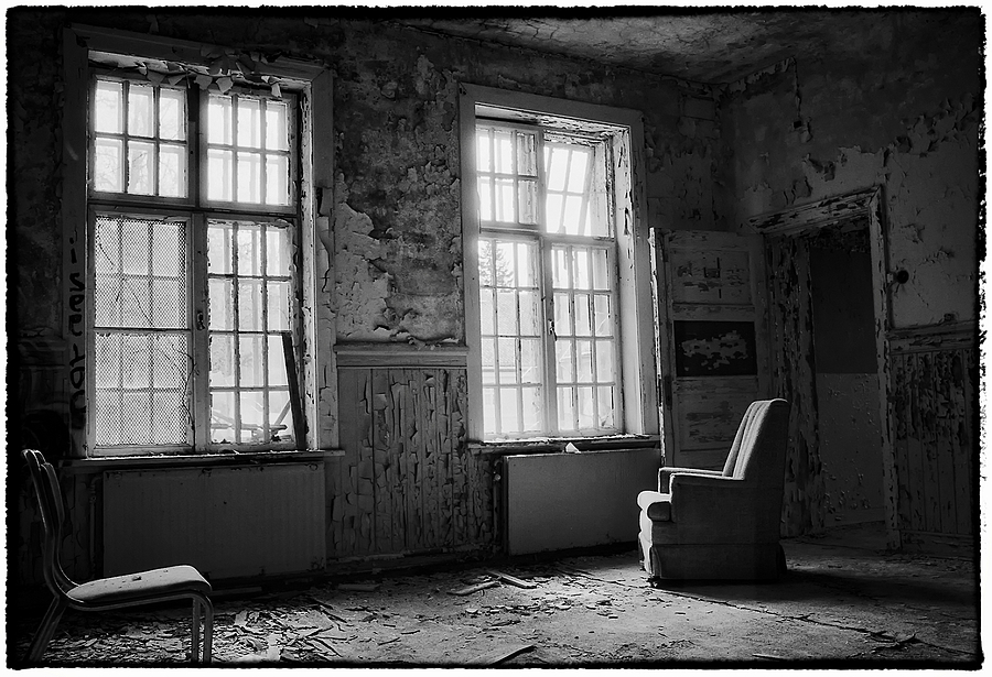 Death of A Living Room | LEICA SUMMILUX 35MM F1.4 ASPH <br> Click image for more details, Click <b>X</b> on top right of image to close