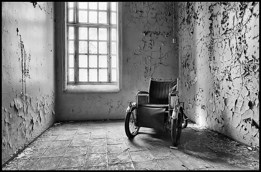 Electric Chair | NKON 20MM F2.8 AIS <br> Click image for more details, Click <b>X</b> on top right of image to close
