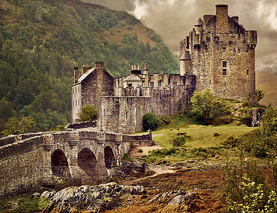 Eilean Donan | LEICA DC VARIO-ELMARIT 1:2.8-3.7/7.4-88.8 ASPH <br> Click image for more details, Click <b>X</b> on top right of image to close