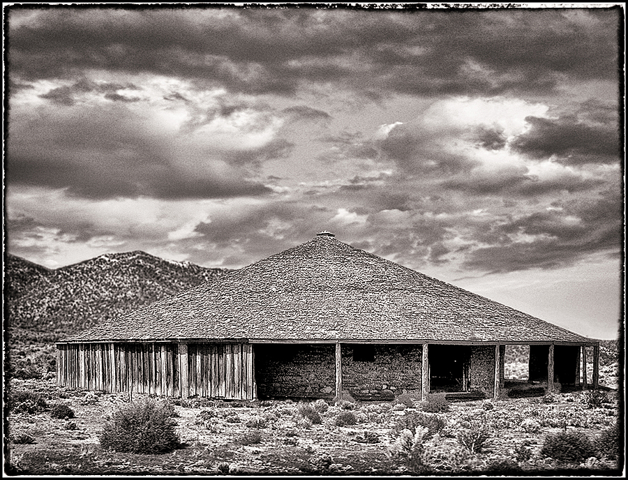 leicaimages.com gallery | Round barn, Nevada high desert BW | DC Vario-Summicron 1:2.0-3.3/5.1-19.2 ASPH | D-LUX 5
