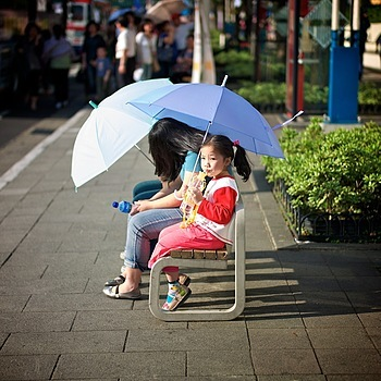 Waiting for the bus under the hot sun | SUMMILUX-M 1:1.4/50 ASPH