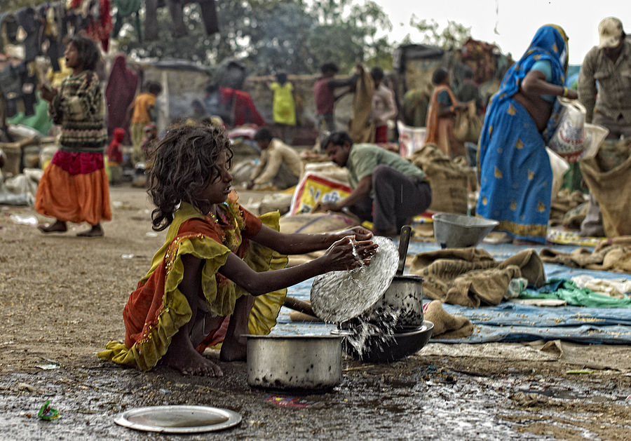 Young girl washing up at Delhi Spice Market | SUMMILUX-M 1:1.4/50 ASPH <br> Click image for more details, Click <b>X</b> on top right of image to close