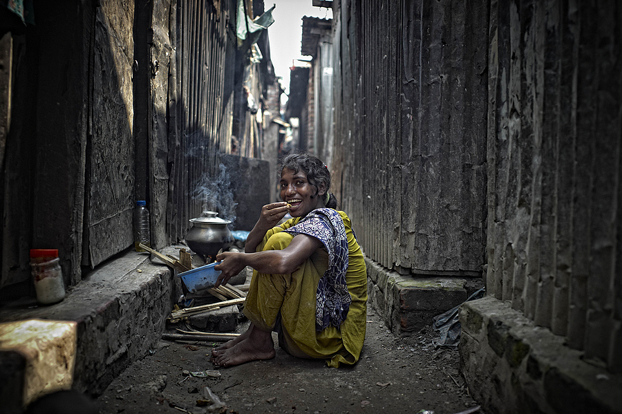 Beauty in the backstreets of Dhaka | LEICA SUMMICRON 28MM F2 ASPH <br> Click image for more details, Click <b>X</b> on top right of image to close