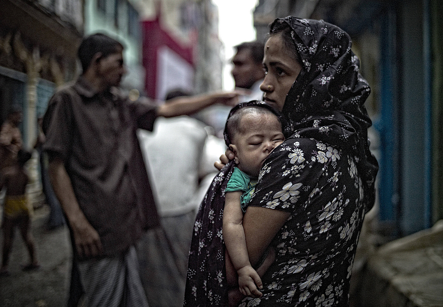 Mother and Child in the Hindi Area of Dhaka | LEICA SUMMILUX 35MM F1.4 ASPH <br> Click image for more details, Click <b>X</b> on top right of image to close