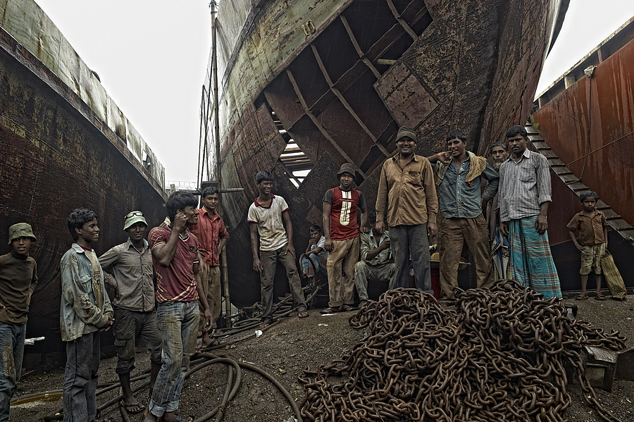 Ship Repairer Dhaka | LEICA SUMMICRON 28MM F2 ASPH <br> Click image for more details, Click <b>X</b> on top right of image to close