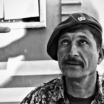 Afghan Army Soldier receives instruction Kabul | LEICA SUMMICRON 28MM F2 ASPH