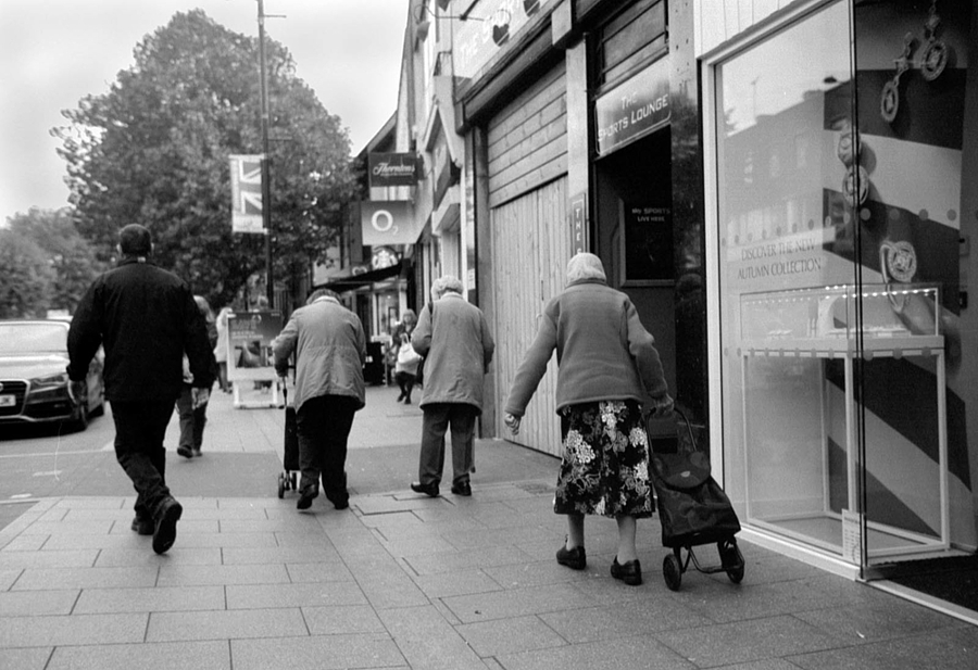 leicaimages.com gallery | In the High Street | Leica SUMMILUX 35mm f1.4 | 1965 M2