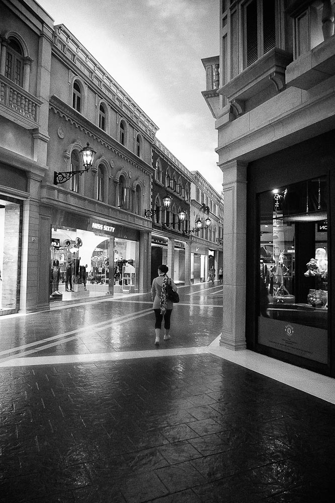 Macau Venetia stores | LEICA DC VARIO-SUMMICRON 5.1-12.8MM F/2-2.8 ASPH <br> Click image for more details, Click <b>X</b> on top right of image to close
