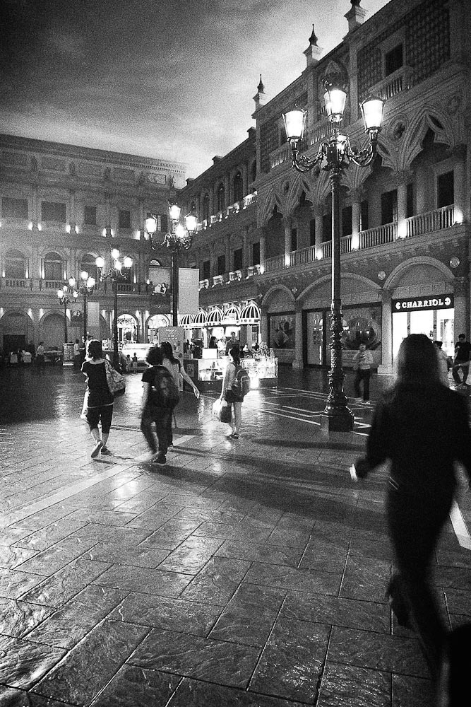 Macau Venetia at night | LEICA DC VARIO-SUMMICRON 5.1-12.8MM F/2-2.8 ASPH <br> Click image for more details, Click <b>X</b> on top right of image to close