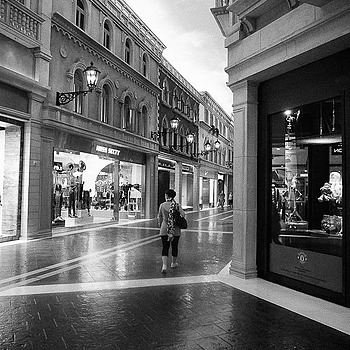 Macau Venetia stores | DC VARIO-SUMMICRON 5.1-12.8MM F/2-2.8 ASPH <br> Click image for more details, Click <b>X</b> on top right of image to close
