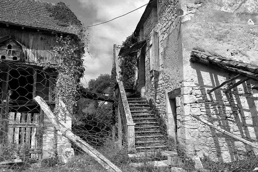 Vieux village dans le Périgort Noir | X1 ELMARIT 24MM F/2.8 ASPH <br> Click image for more details, Click <b>X</b> on top right of image to close