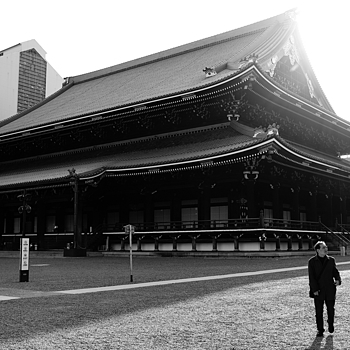 One Temple Man. | X1 ELMARIT 24MM F/2.8 ASPH <br> Click image for more details, Click <b>X</b> on top right of image to close