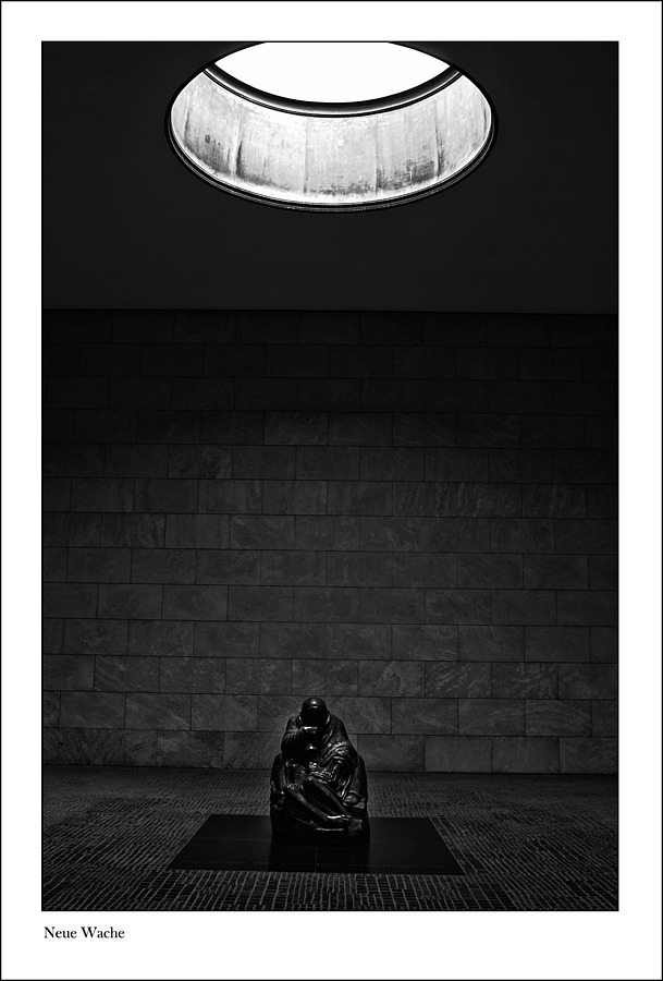NEUE WACHE | LEICA SUMMARIT 35MM F2.5 <br> Click image for more details, Click <b>X</b> on top right of image to close