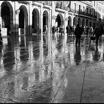 PLAZA | LEICA SUMMARIT 35MM F2.5 <br> Click image for more details, Click <b>X</b> on top right of image to close