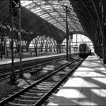 ESTACION | LEICA SUMMARIT 35MM F2.5 <br> Click image for more details, Click <b>X</b> on top right of image to close