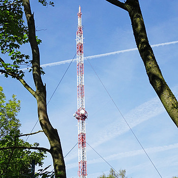 Radio transmitter in the green | LENS MODEL NOT SET <br> Click image for more details, Click <b>X</b> on top right of image to close