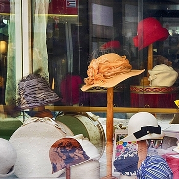 Hats in a shopping window | LENS MODEL NOT SET