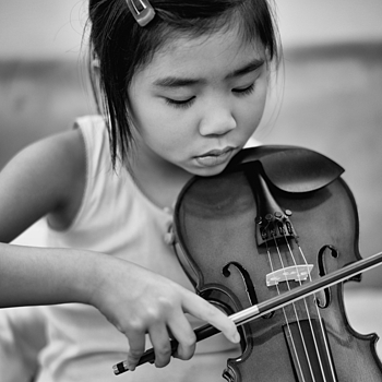 Young Violinist with Silver Efex | SUMMILUX-M 1:1.4/50 ASPH