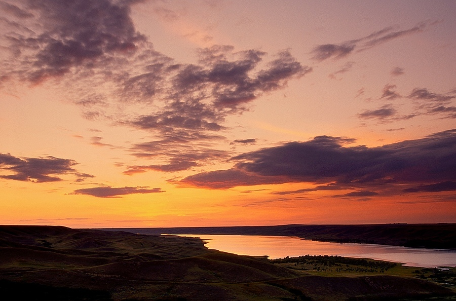 Sunset over the South Saskatchewan River | LEICA SUMMICRON 35MM F2 ASPH <br> Click image for more details, Click <b>X</b> on top right of image to close