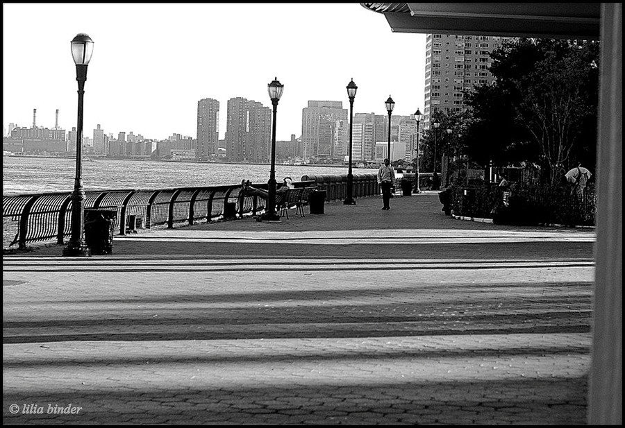 promenade | LEICA SUMMICRON 50MM F2 <br> Click image for more details, Click <b>X</b> on top right of image to close