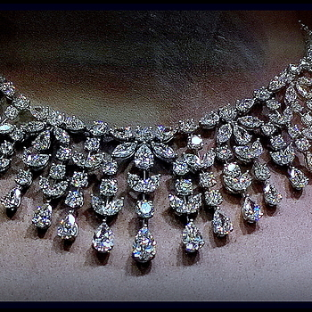 Diamond necklace | LEICA ELMARIT 28MM F2.8 <br> Click image for more details, Click <b>X</b> on top right of image to close