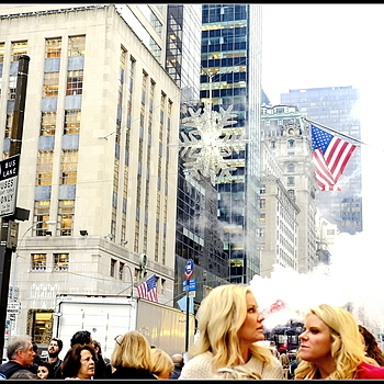 5TH AVENUE CROWDS | LENS MODEL NOT SET <br> Click image for more details, Click <b>X</b> on top right of image to close
