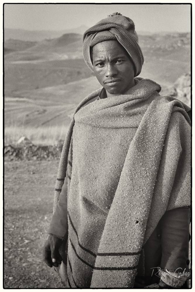 Sotho trader | LEICA SUMMICRON 50MM F2 <br> Click image for more details, Click <b>X</b> on top right of image to close