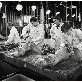 Butchers at work in Smithfield Market | LEICA SUMMILUX 35MM F1.4 <br> Click image for more details, Click <b>X</b> on top right of image to close