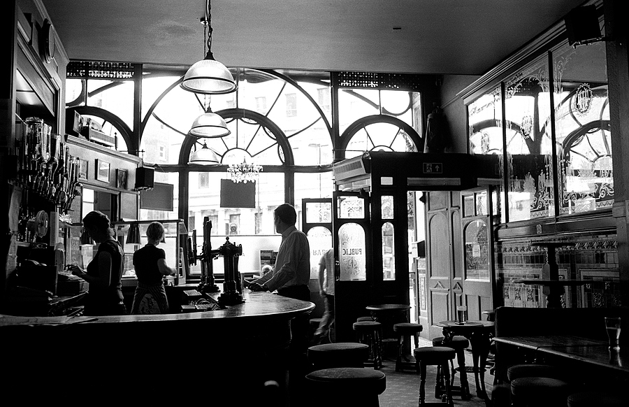 London pub | LEICA SUMMARON 35MM F/2.8 <br> Click image for more details, Click <b>X</b> on top right of image to close