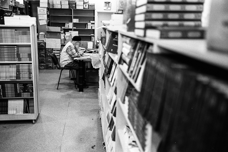 Librarian | LEICA SUMMICRON 35MM F2 ASPH <br> Click image for more details, Click <b>X</b> on top right of image to close