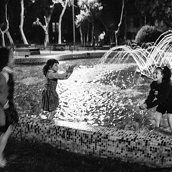 Fountain fun | LEICA SUMMICRON 35MM F2 ASPH <br> Click image for more details, Click <b>X</b> on top right of image to close