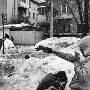 snow fight 3 | LEICA ELMARIT 28MM F2.8 ASPH <br> Click image for more details, Click <b>X</b> on top right of image to close