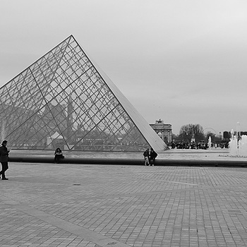 Louvre and Pyramid | LENS MODEL NOT SET