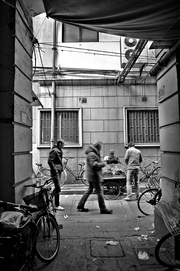 Alley | DC VARIO-SUMMICRON 1:2.0-3.3/5.1-19.2 ASPH <br> Click image for more details, Click <b>X</b> on top right of image to close
