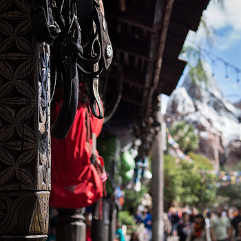 Walking to Expedition Everest | DG SUMMILUX 25MM/F1.4 ASPH <br> Click image for more details, Click <b>X</b> on top right of image to close