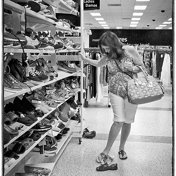 Shopping Day | ELMARIT 24MM F2.8 ASPH <br> Click image for more details, Click <b>X</b> on top right of image to close