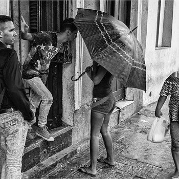 Umbrella in Havanna | LEICA SUMMICRON 35MM F2.