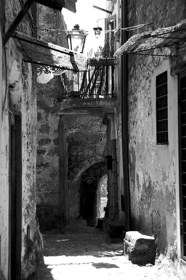 Calcata :an alley | LENS MODEL NOT SET <br> Click image for more details, Click <b>X</b> on top right of image to close