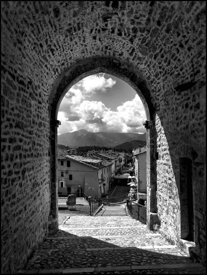 Monteleone di Spoleto | DC VARIO-ELMARIT 1:2.8/4.5-108 ASPH <br> Click image for more details, Click <b>X</b> on top right of image to close