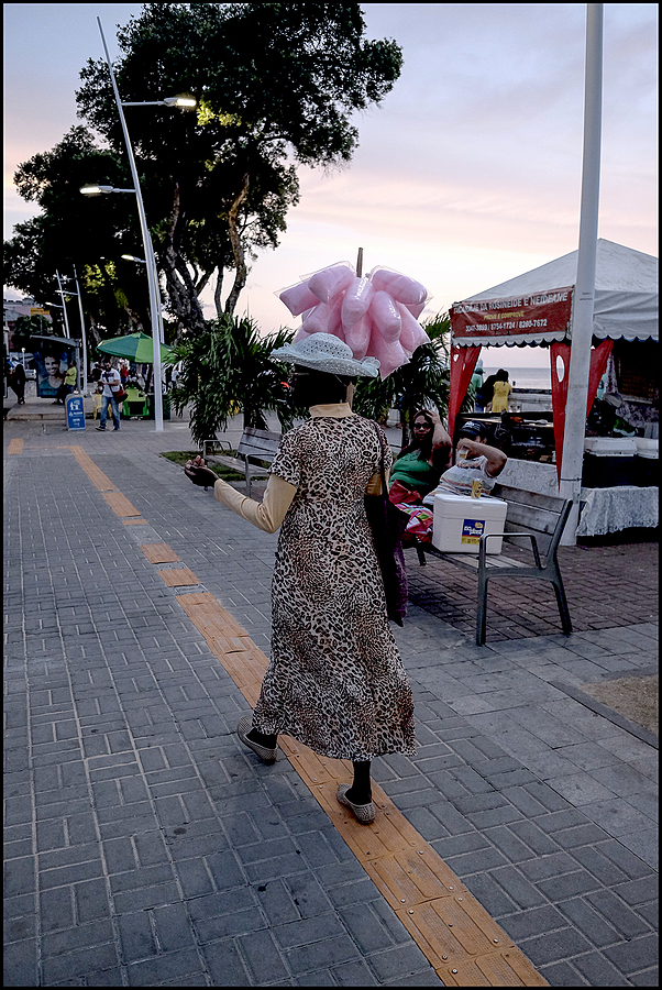 Salvador da Bahia: Walking sugar yarn salesman on the Barra promenade | DC VARIO-ELMARIT 1:2.8/4.5-108 ASPH <br> Click image for more details, Click <b>X</b> on top right of image to close